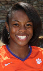 Vickery Hall Women's Student-Athlete of the Week – Mo Simmons