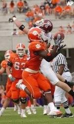 Clemson Overpowers Temple, 37-7