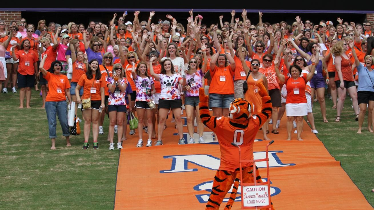 Dabo Swinney 2012 Ladies Clinic to be Held Saturday, July 21