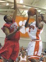 Tigers Dunk EA Sports 79-62