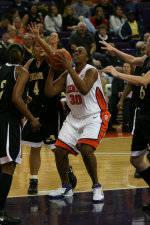 Women's Basketball Records Successful Semester in Classroom