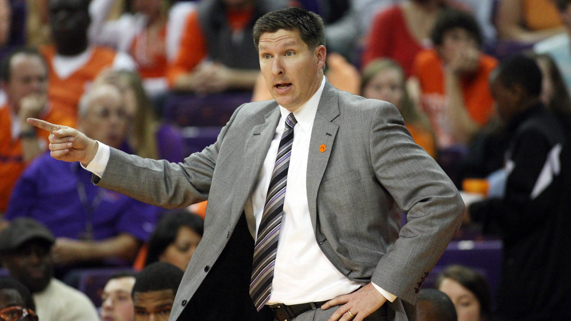 Men's Basketball to Host Annual Coaches Clinic on Saturday, Oct. 13