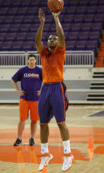 Photo Gallery: Men's Basketball Individual Workouts