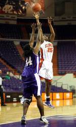 Women's Basketball Falls, 87-79, In Exhibition To DT3