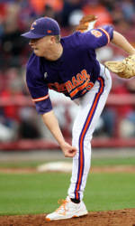 Clemson Totals 17 Hits in 13-7 Win at Georgia Tech Saturday