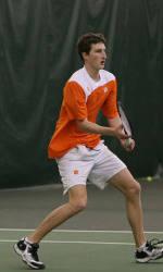 Men's Tennis Sweeps Doubleheader