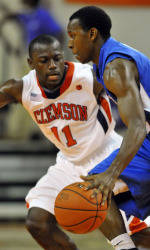 Men's Basketball to Face UNC Greensboro on the Road Friday Night