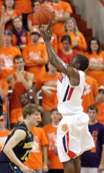 Clemson Men's Basketball Team to Face Florida State in Tallahassee Sunday Evening