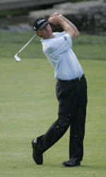Glover Leads Verizon Heritage PGA Tour Event After Two Rounds