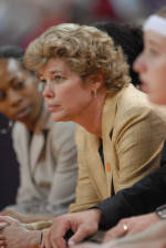 Women's Basketball Signs Four In Early Period