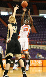 Women's Basketball To Face #3 North Carolina On The Road