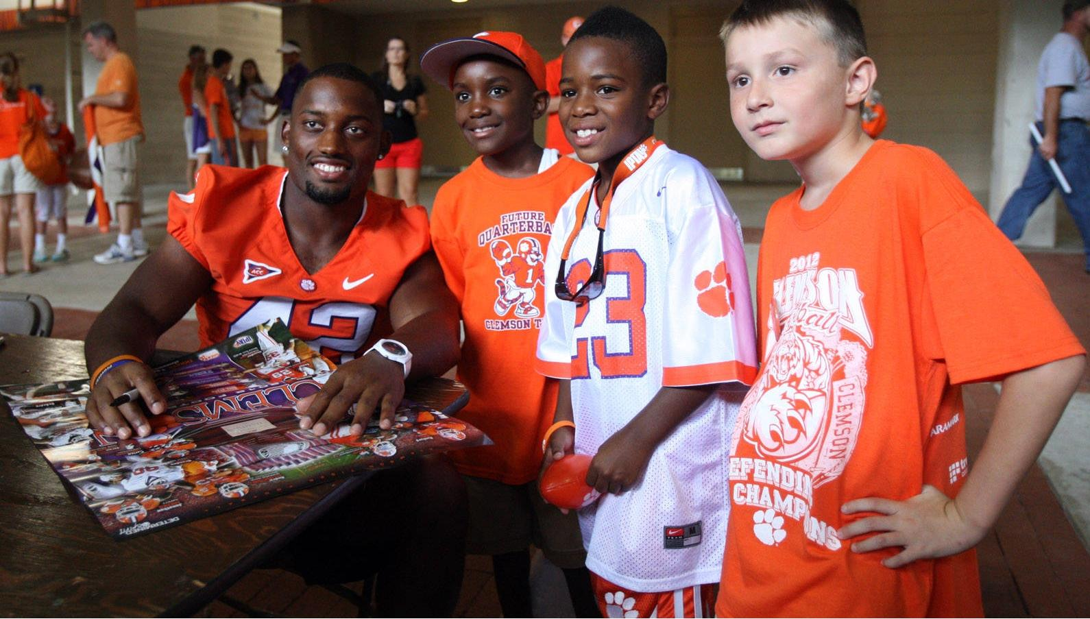ClemsonTigers.com Exclusive: Fans Did Not Mind Waiting to Meet their Favorite Tigers