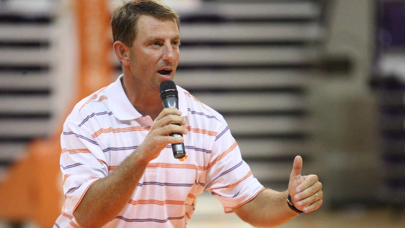 ClemsonTigers.com Exclusive: Coaches Share Lunch with Freshmen