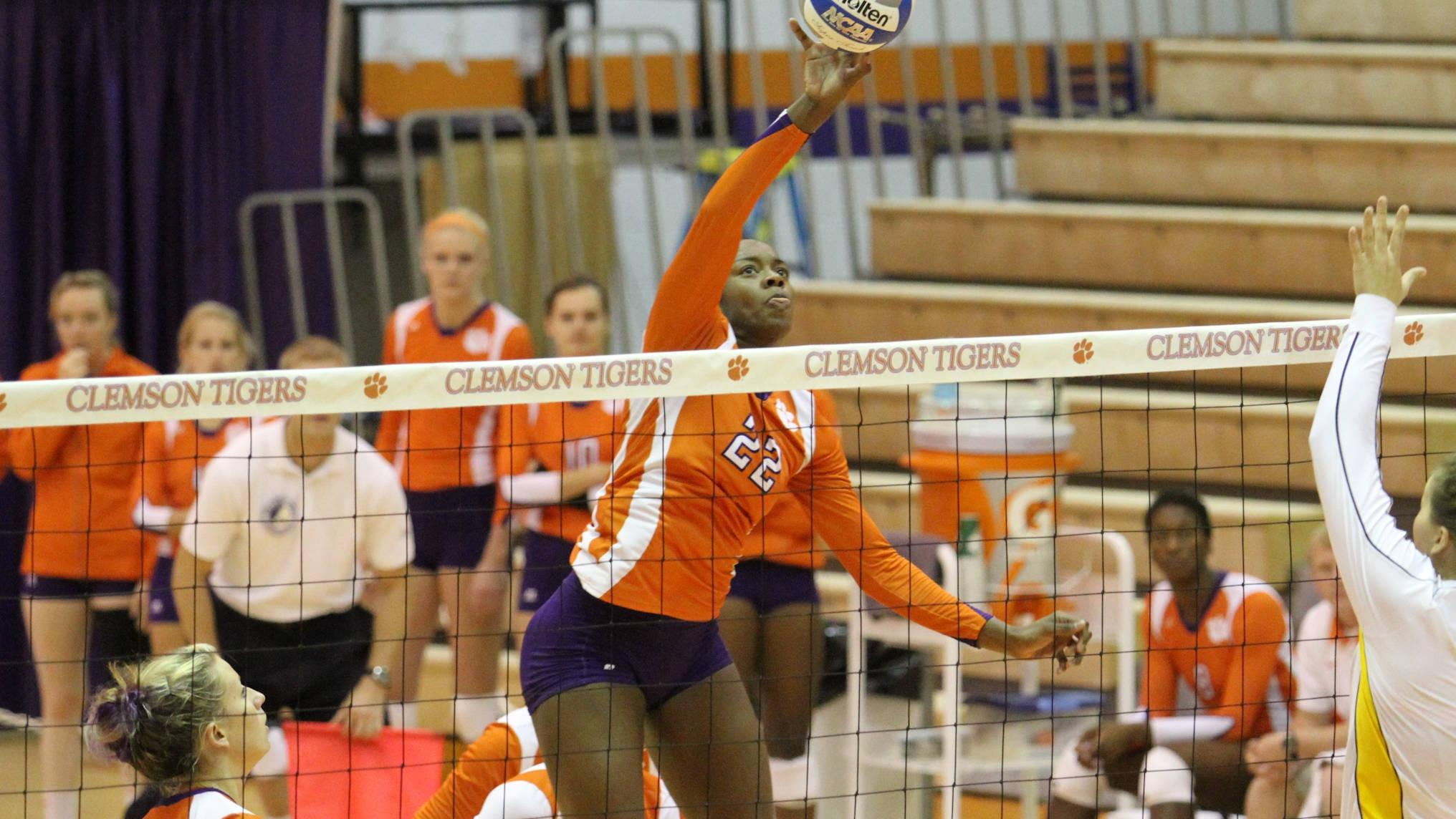 Volleyball Heads to Georgia Tech Courtyard Classic