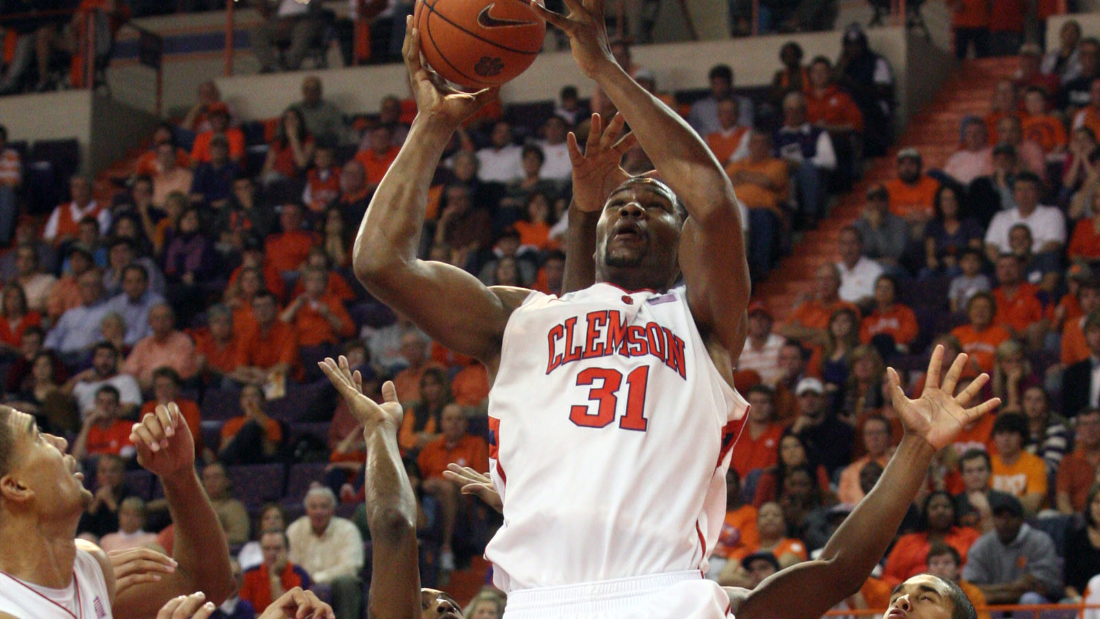 Clemson Falls at Home in ACC Opener to Florida State, 71-66