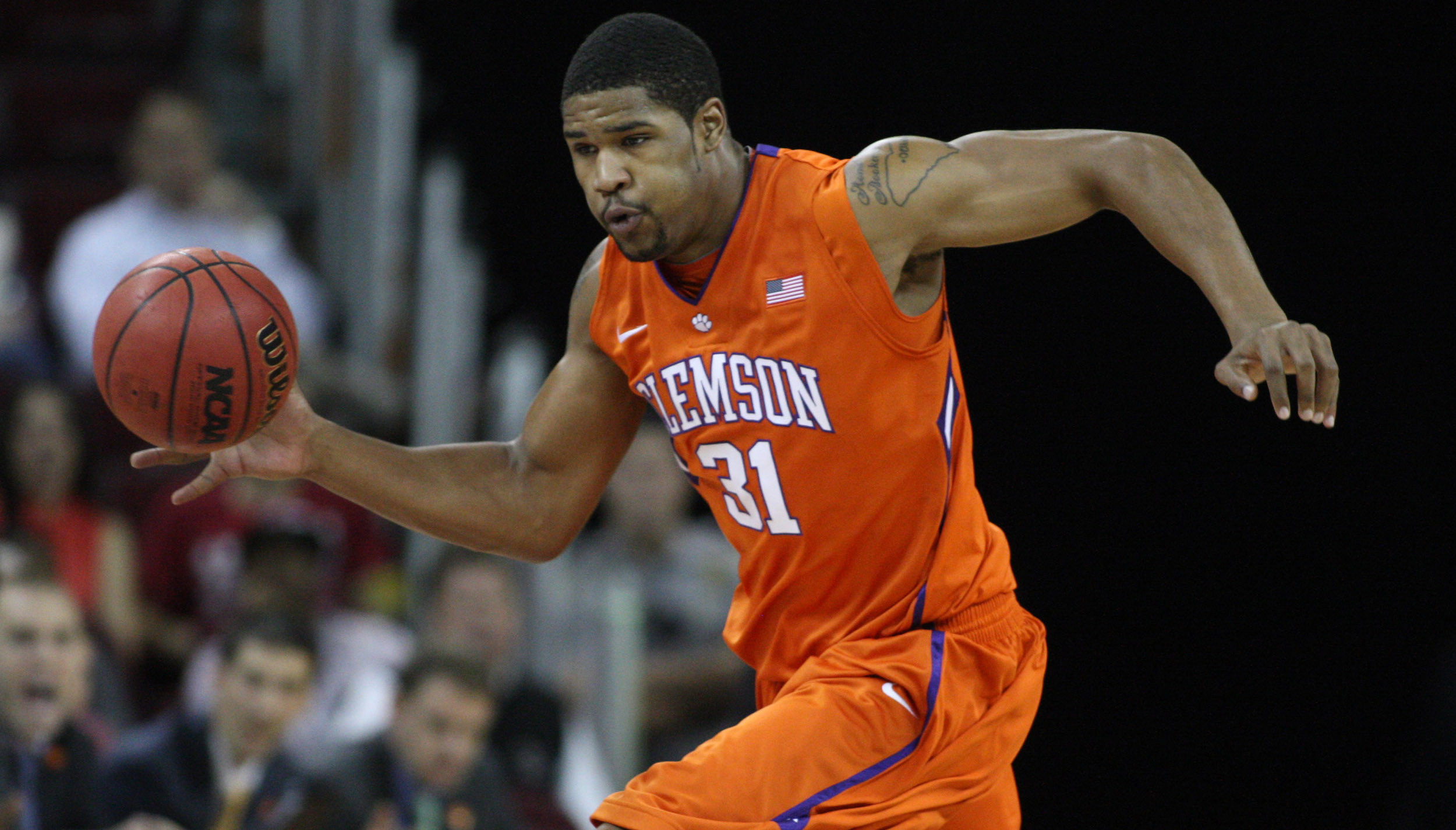 Clemson Rally Falls Short in 75-68 Loss at Boston College
