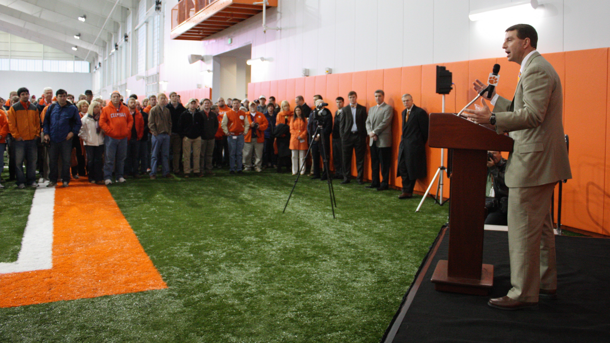 Exclusive: Clemson Unveils Indoor Practice Facility in Fitting Conditions
