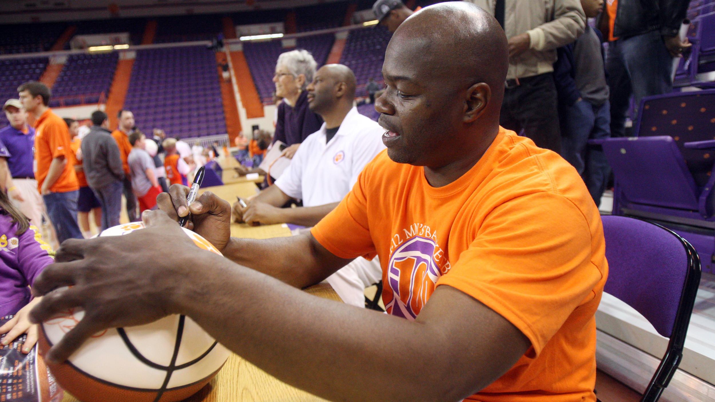 Men's Basketball Alumni Reunion Information