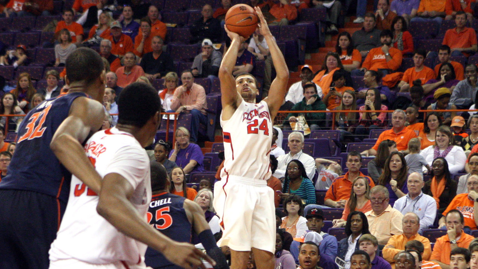 Seniors Lead Clemson to First ACC Victory, 59-44 over Virginia