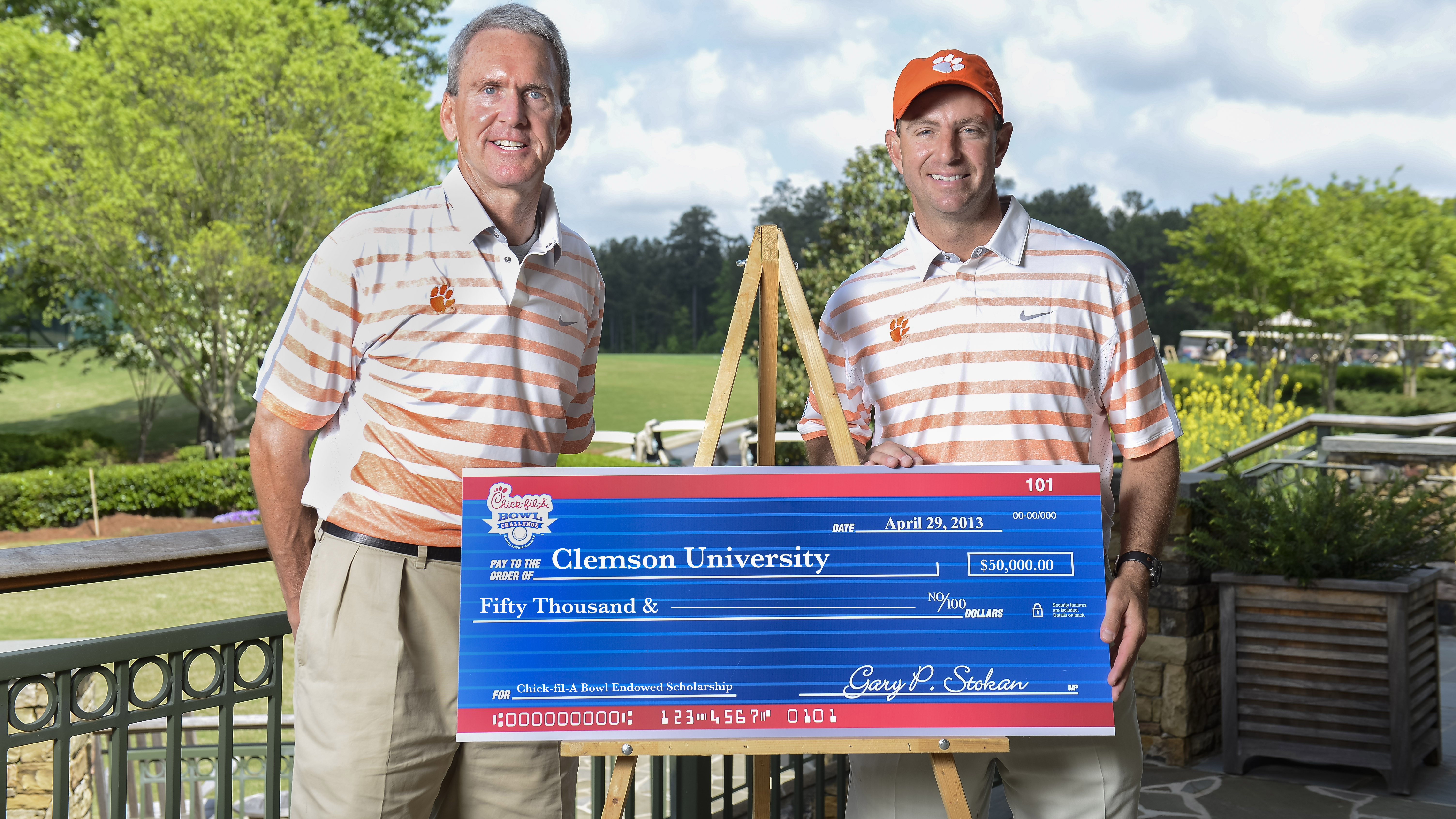 Swinney and Fuller Tie for Third at 2013 Chick-fil-A Bowl Challenge