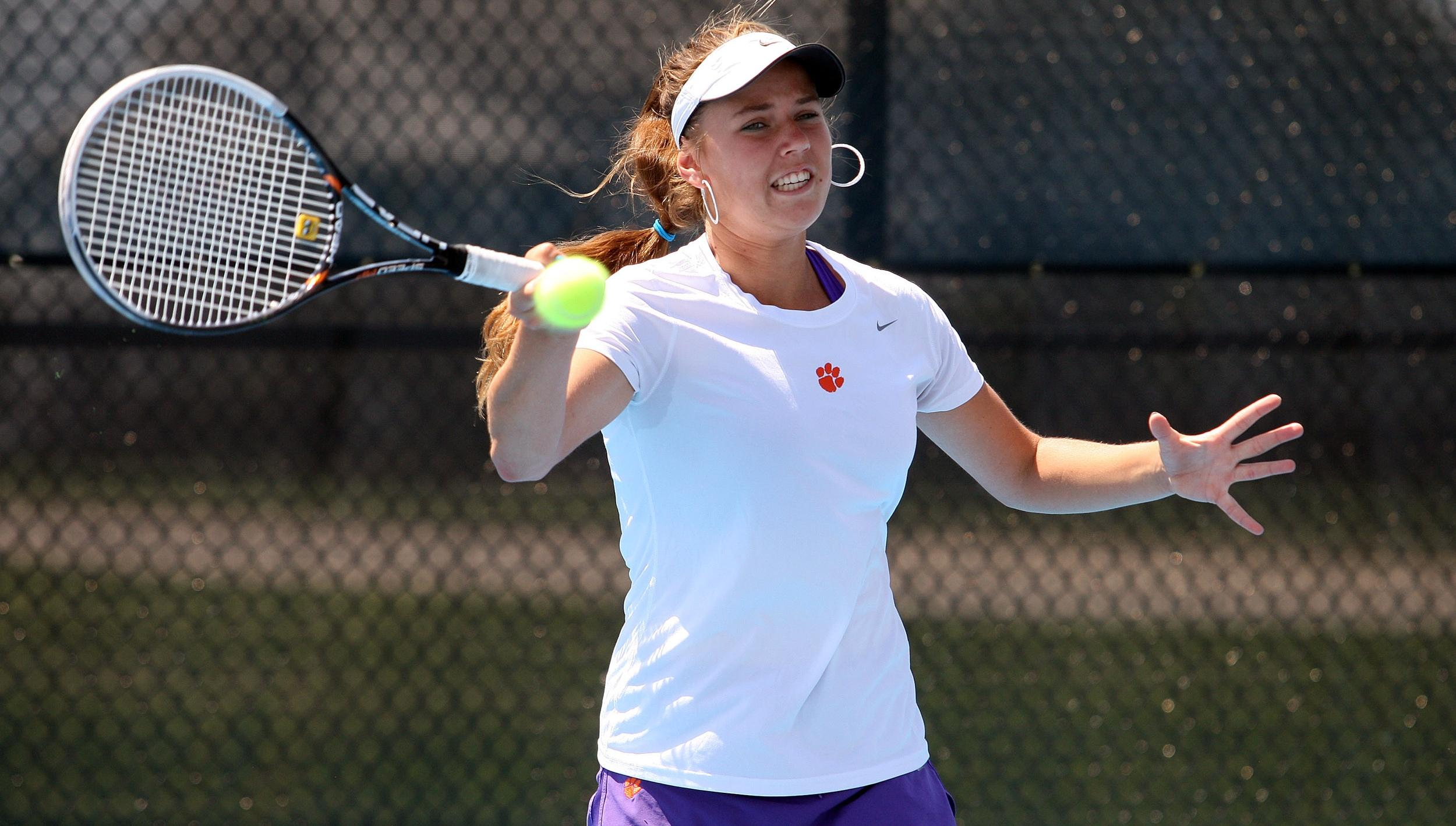 Koroleva Wins Pro Tourney; Coin Ousted from French Open