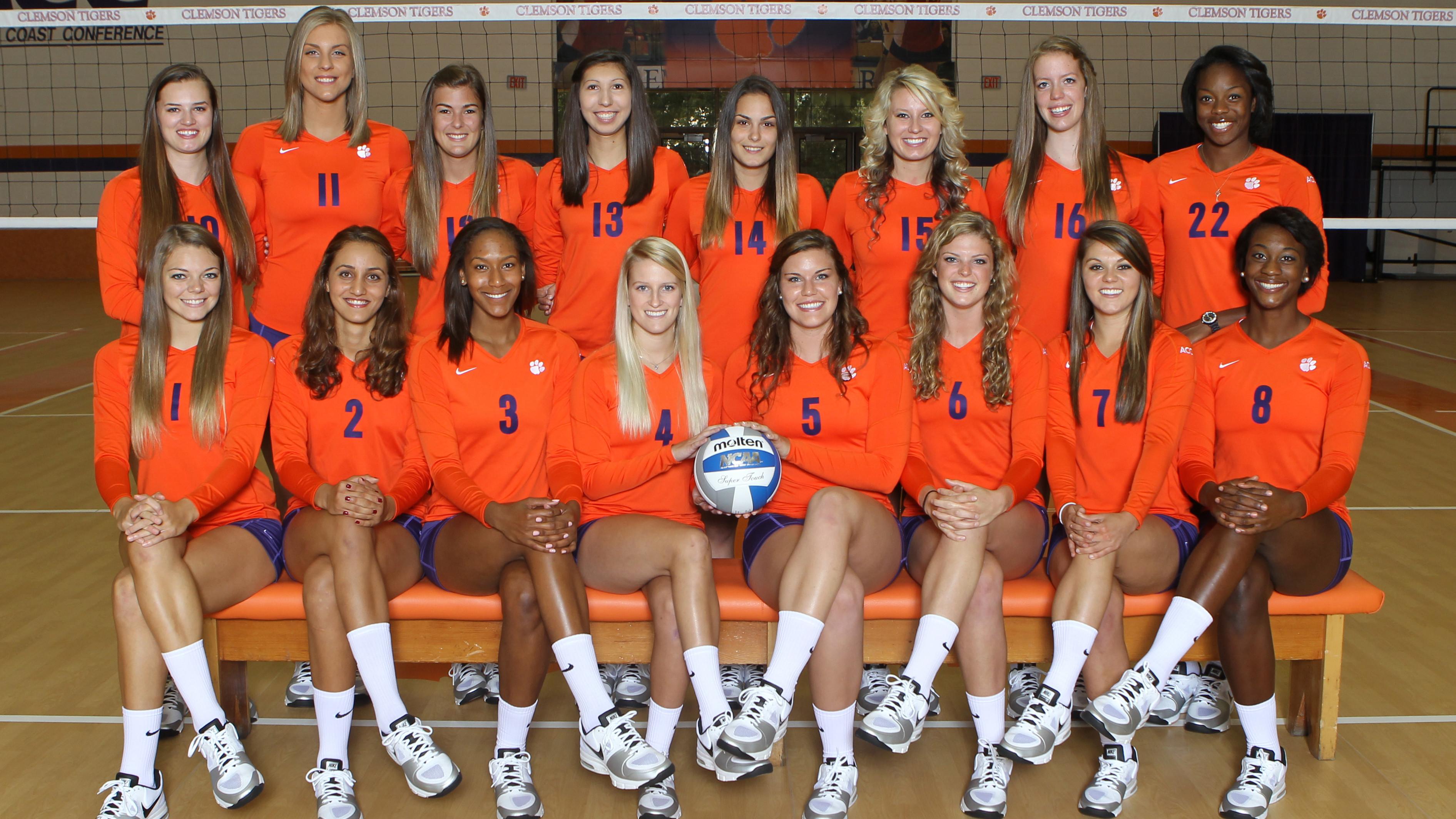 Clemson Volleyball Team Visits Helping Hands
