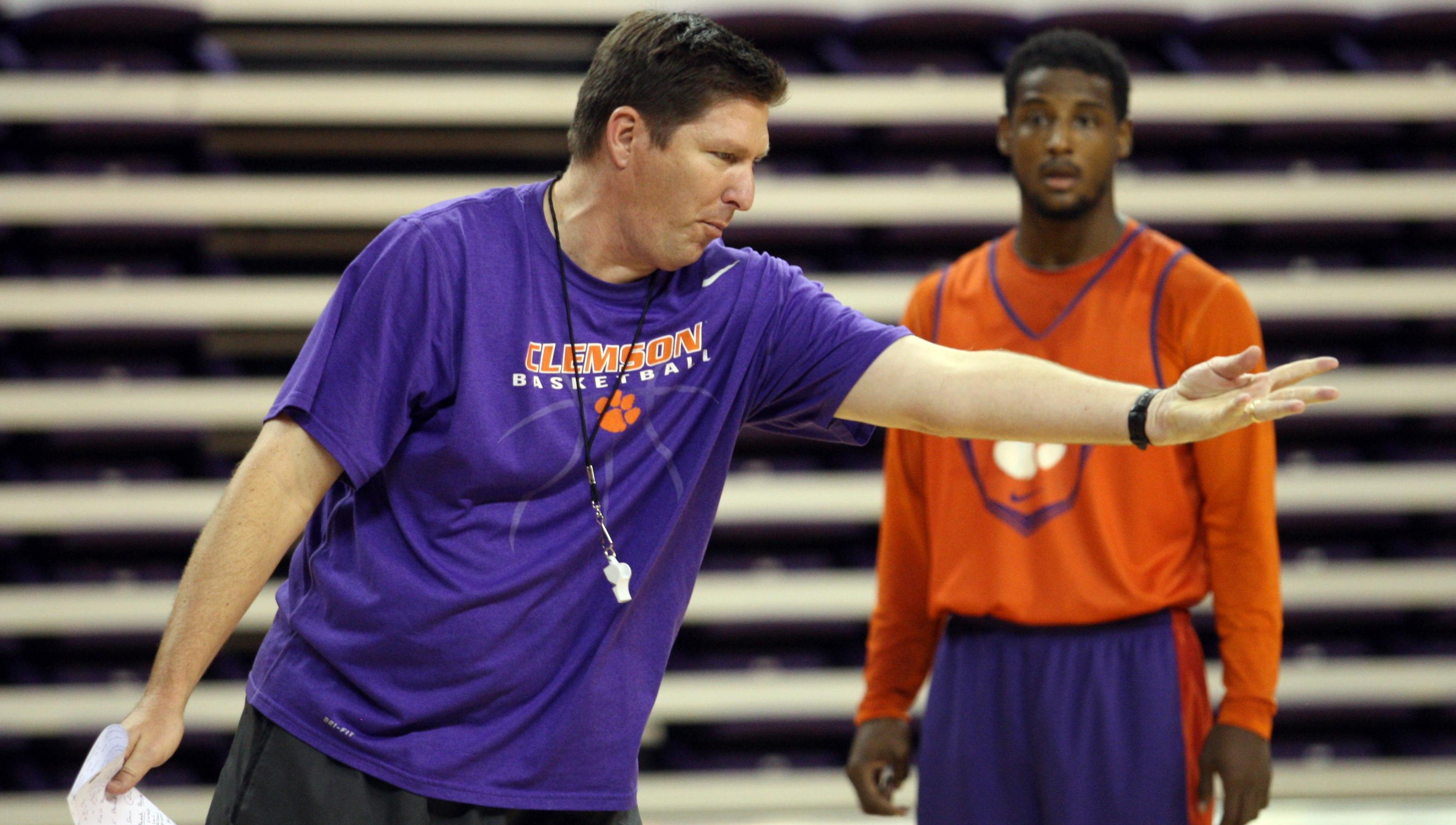 Men's Basketball Staff to Hold Coaches Clinic on October 5