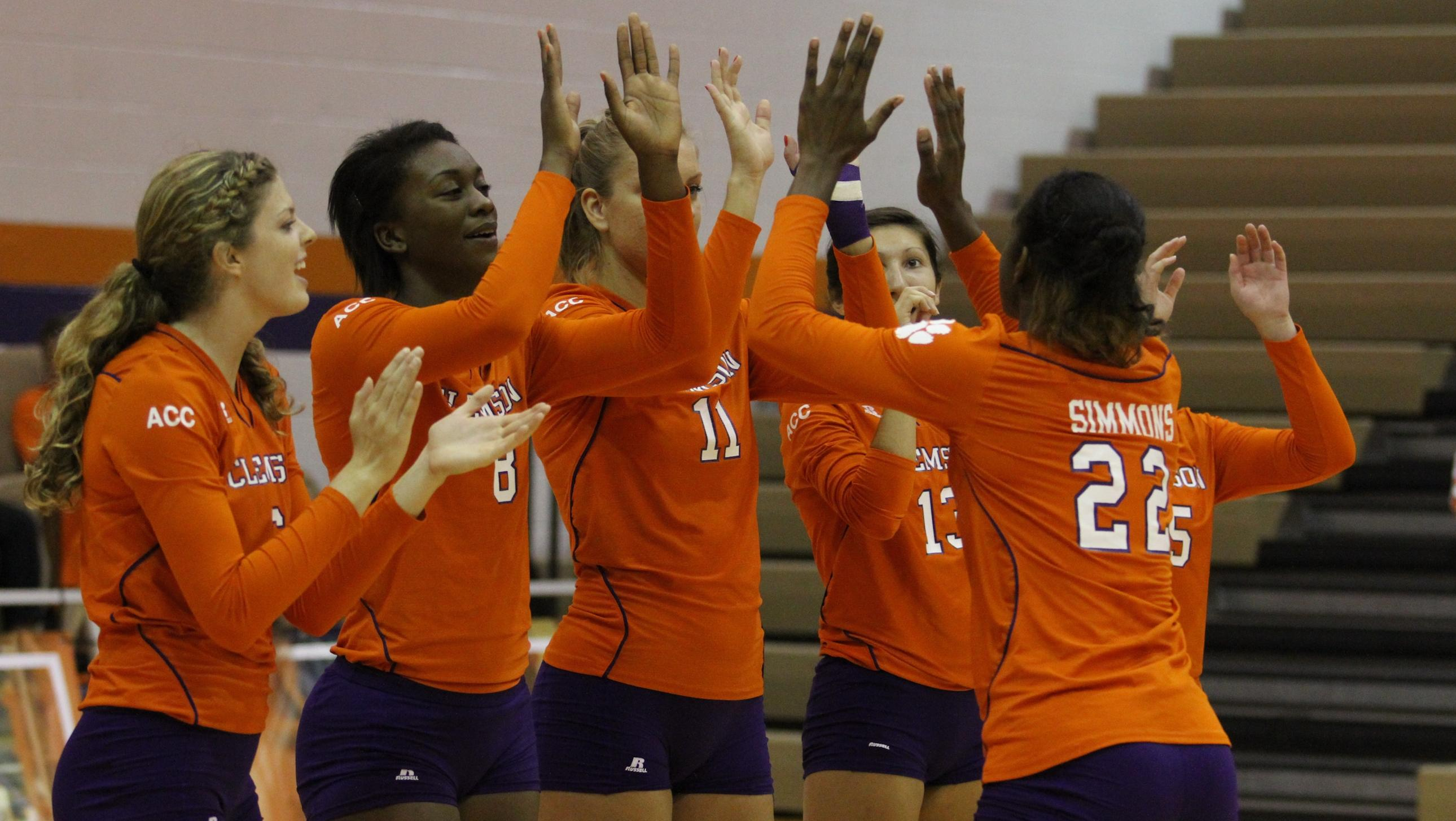 Volleyball Takes Winning Streak Down to Atlanta
