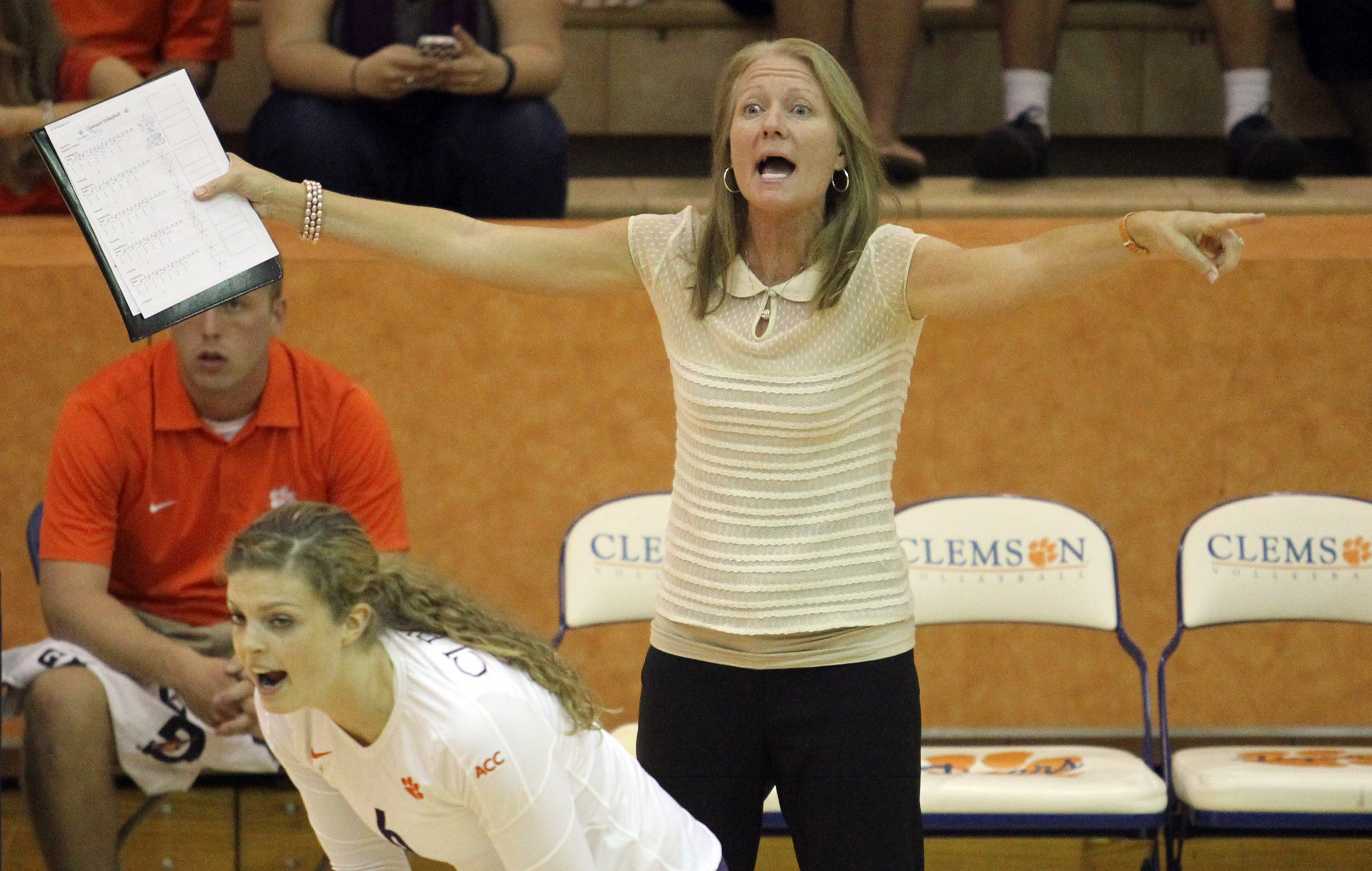 Two Women to Join 2014 Volleyball Team