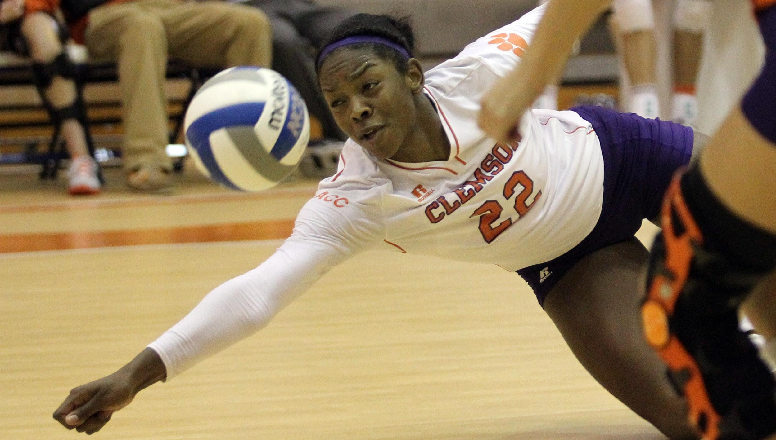 Volleyball Closes Clemson Classic with a Saturday Split