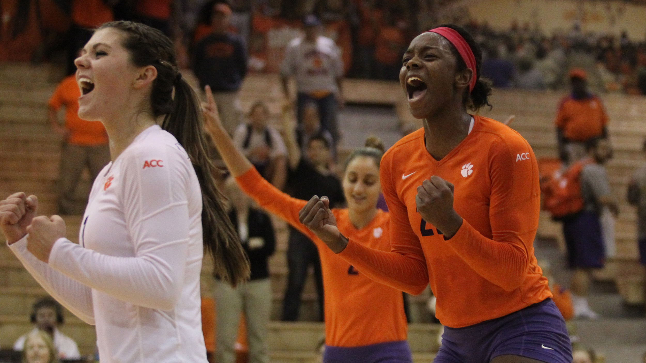 @ClemsonVB Outlasts Virginia Tech in Five