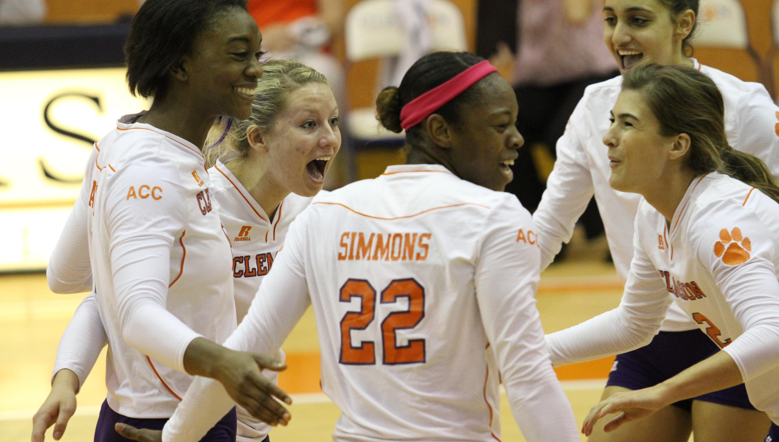 @ClemsonVB Powers Past Syracuse in Four