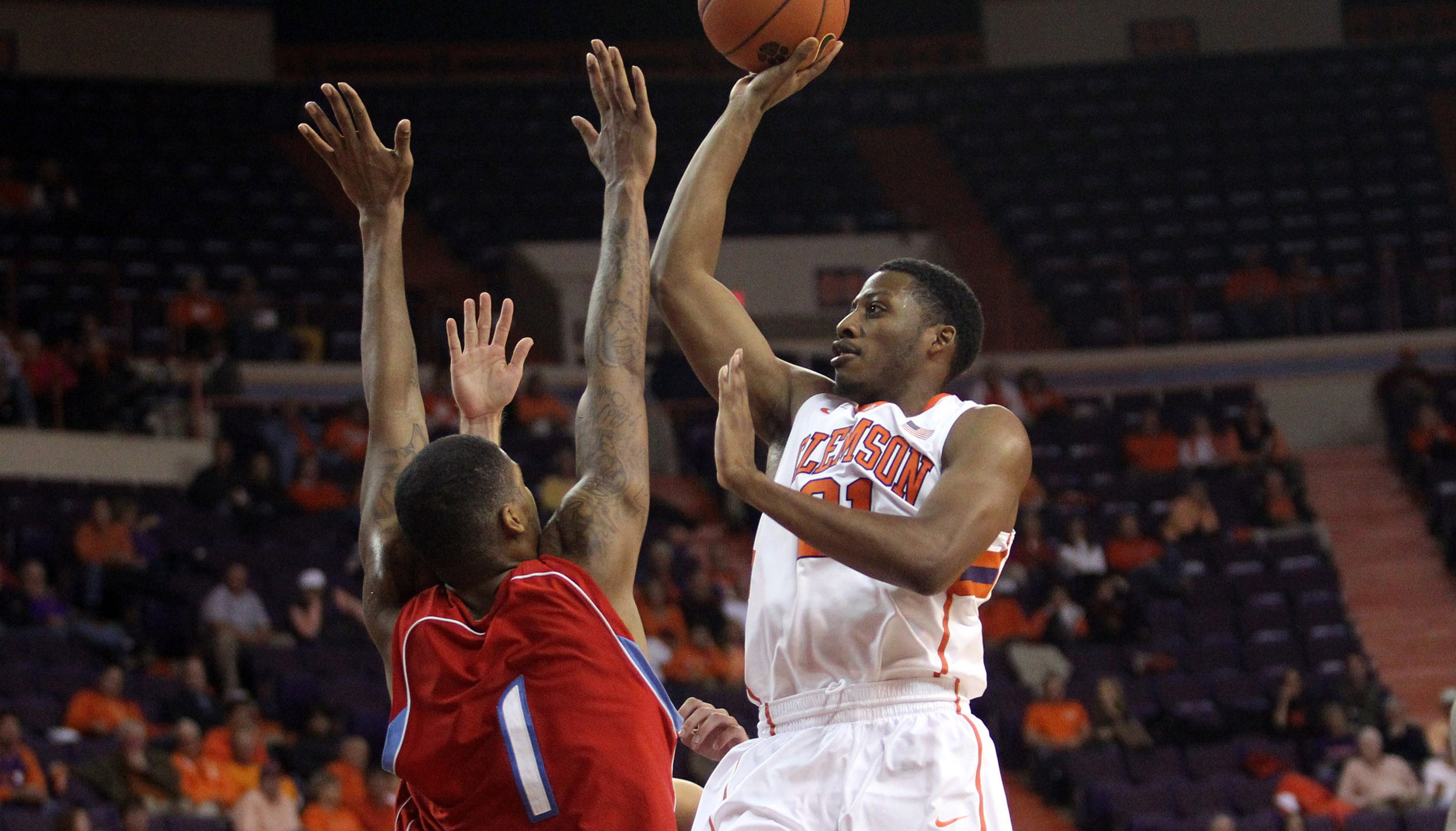 Clemson Defense Strong in 58-37 Victory over Delaware State