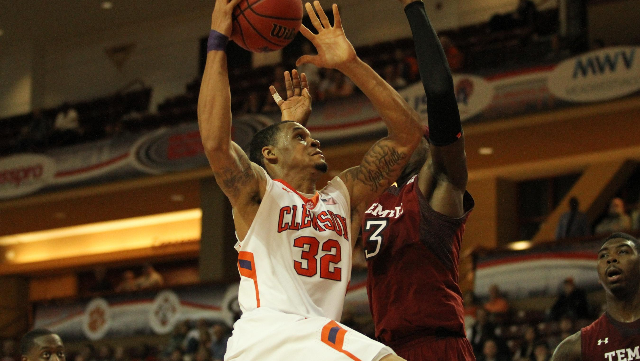 Clemson Defeats Davidson, Wins Fifth in Row