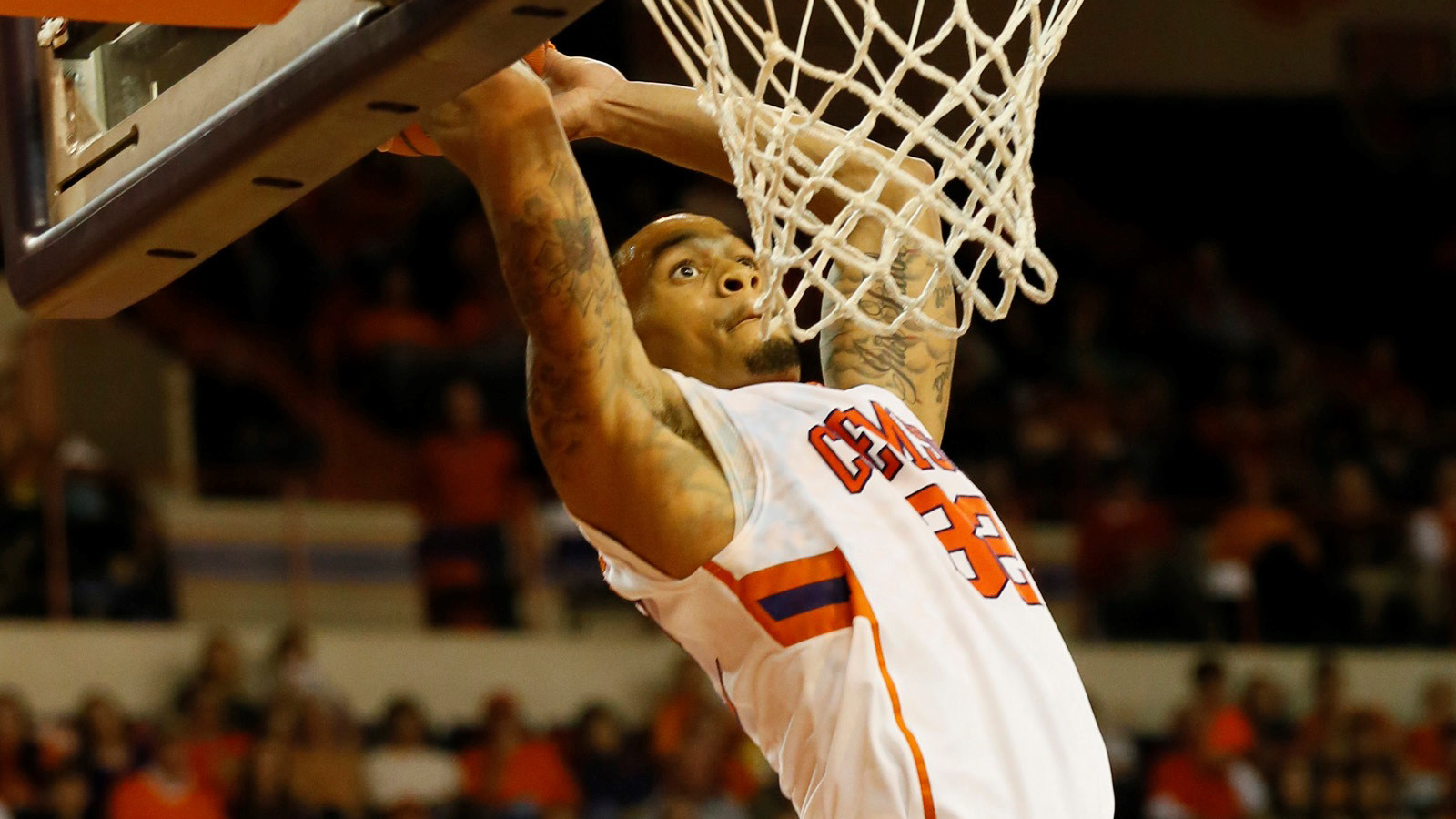 Clemson Rally Comes up Short in 74-68 Loss at Arkansas