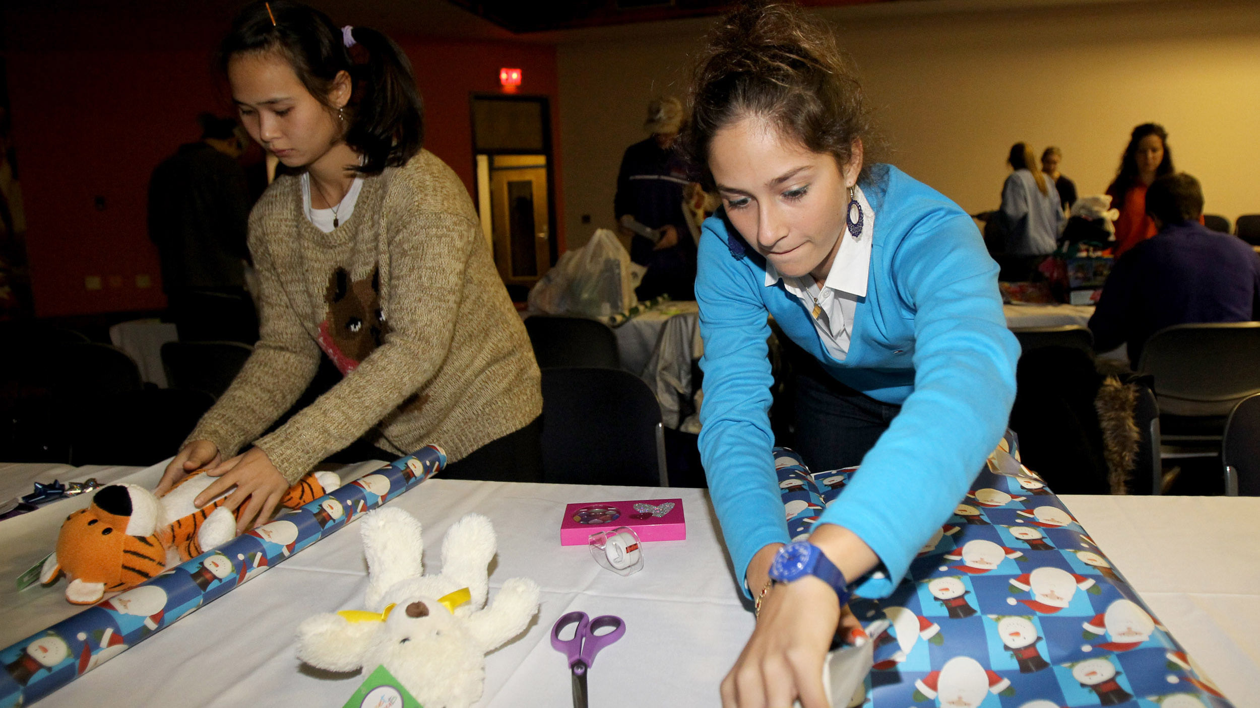 Student-Athletes Help Local Children have a Happy Holiday