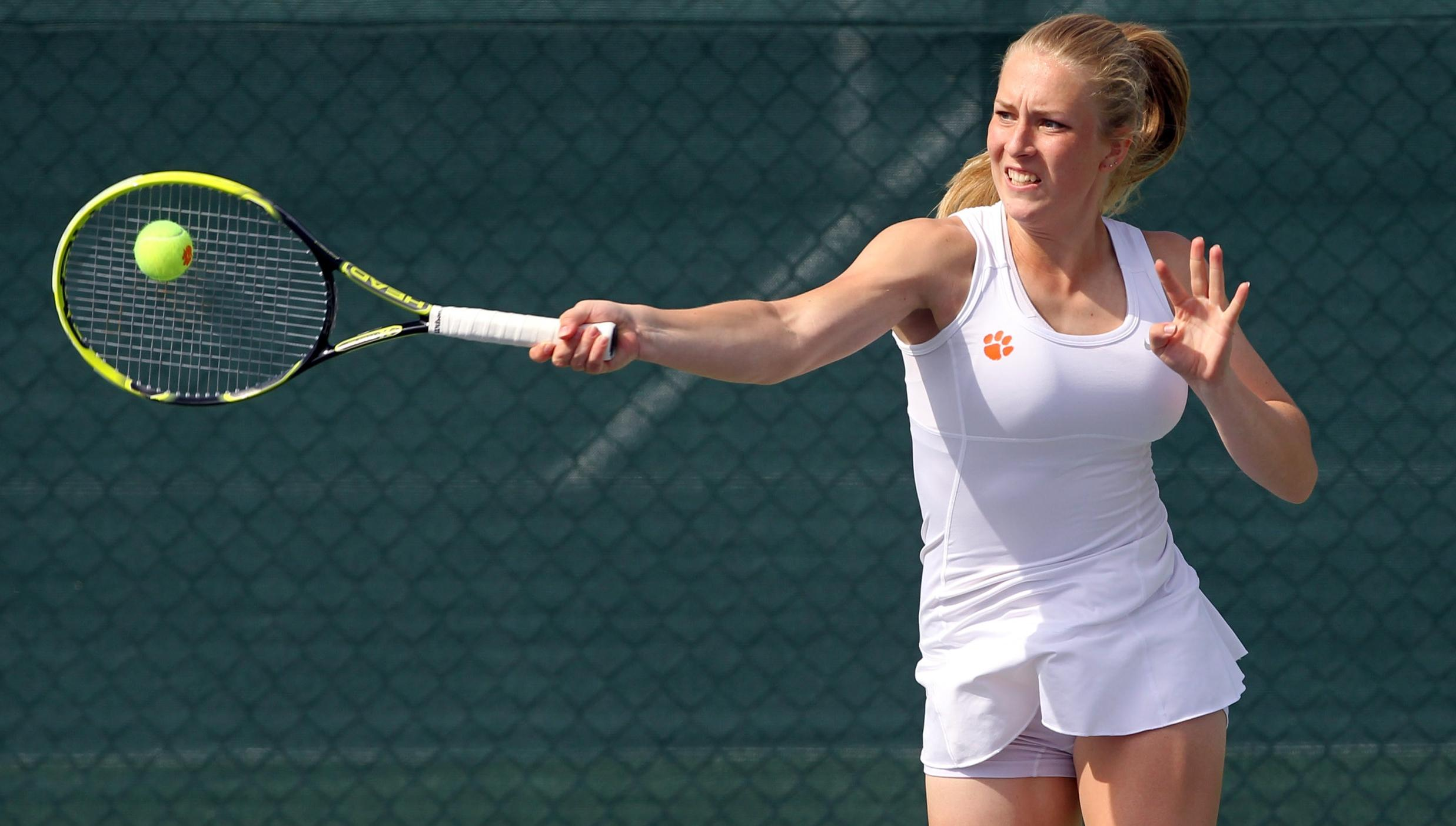 No. 15 Women?s Tennis Cruises to 7-0 Win Over 'Cuse