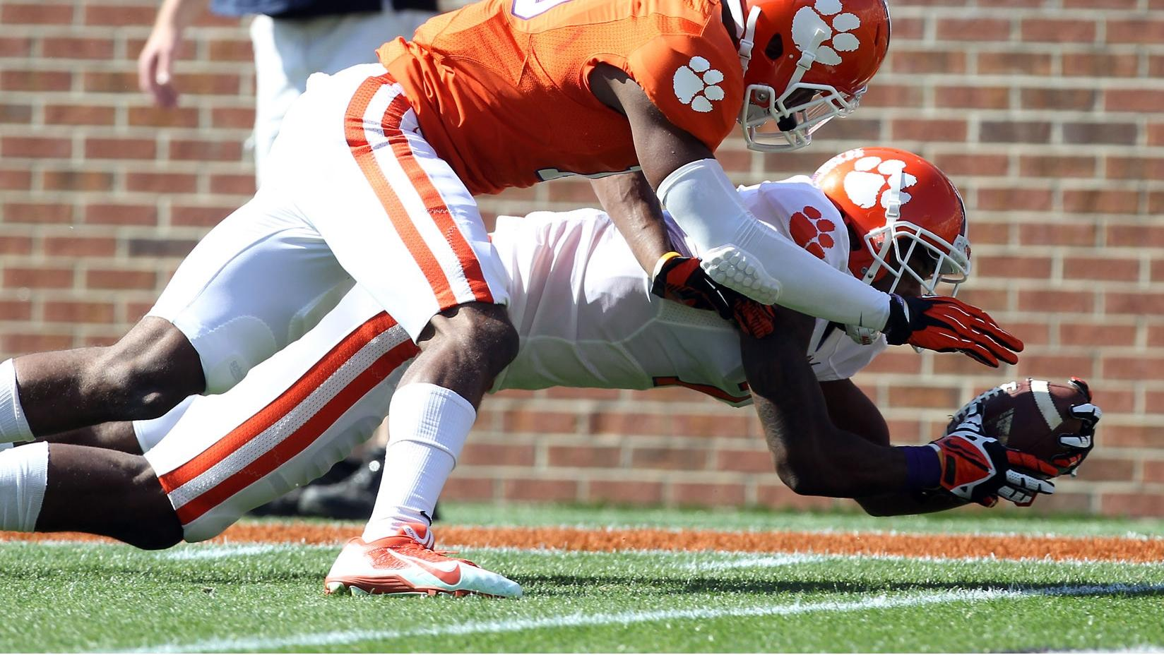 Stoudt, Barnes Lead White Team to Victory