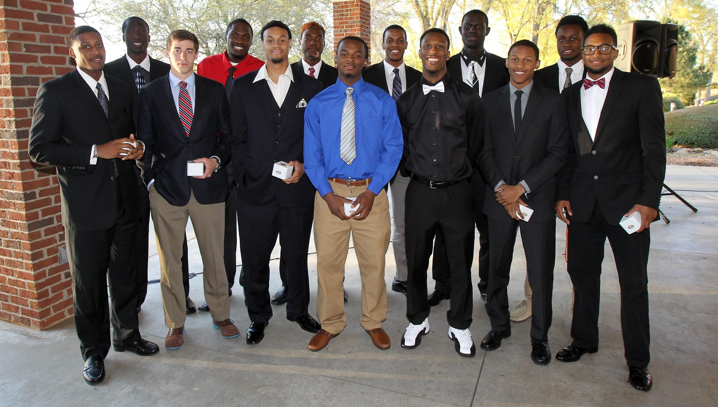 Men's Basketball Holds 2013-14 Awards Banquet