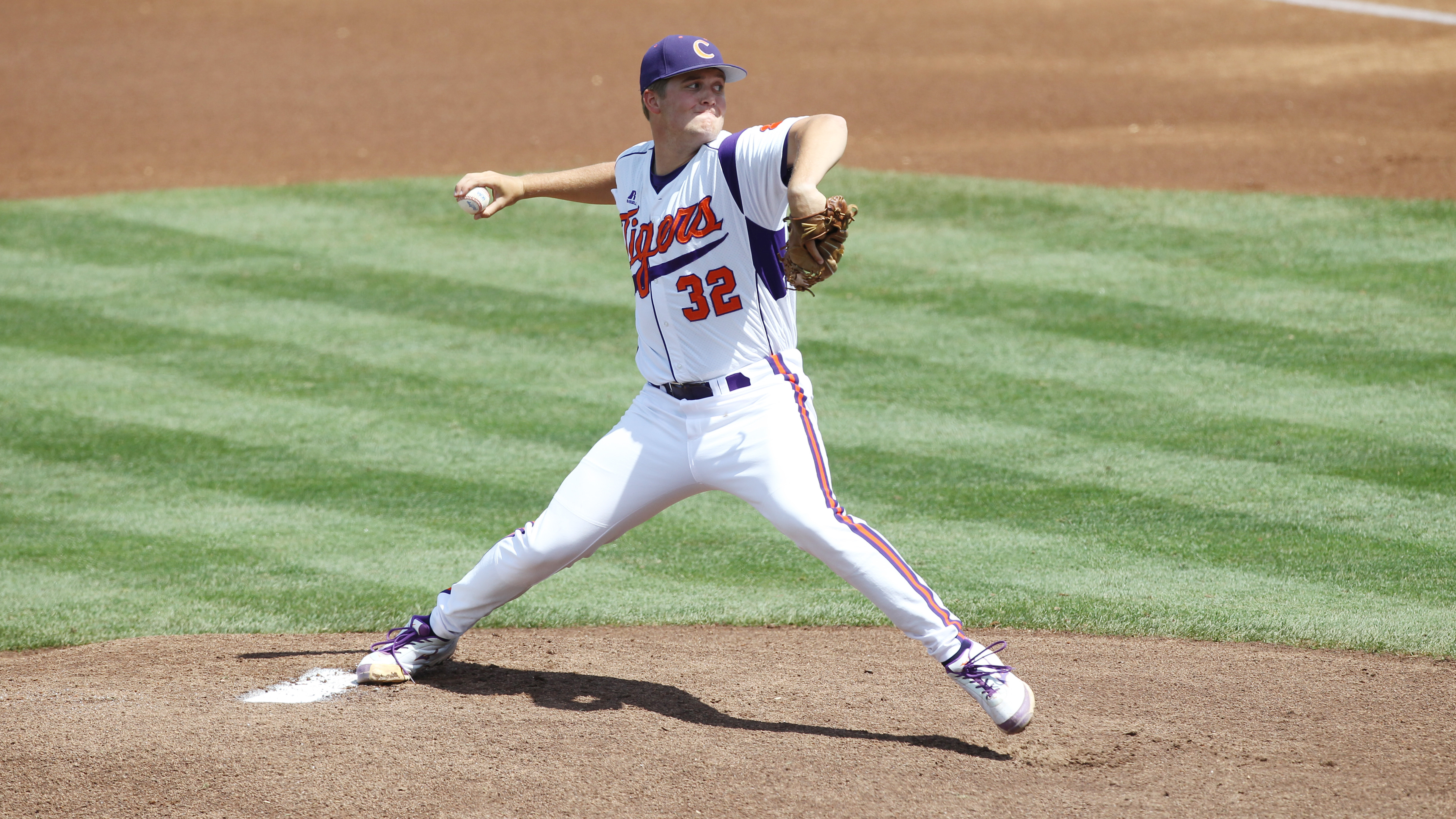 Schmidt's Gritty Outing Can't Preserve Tigers' Title Hopes