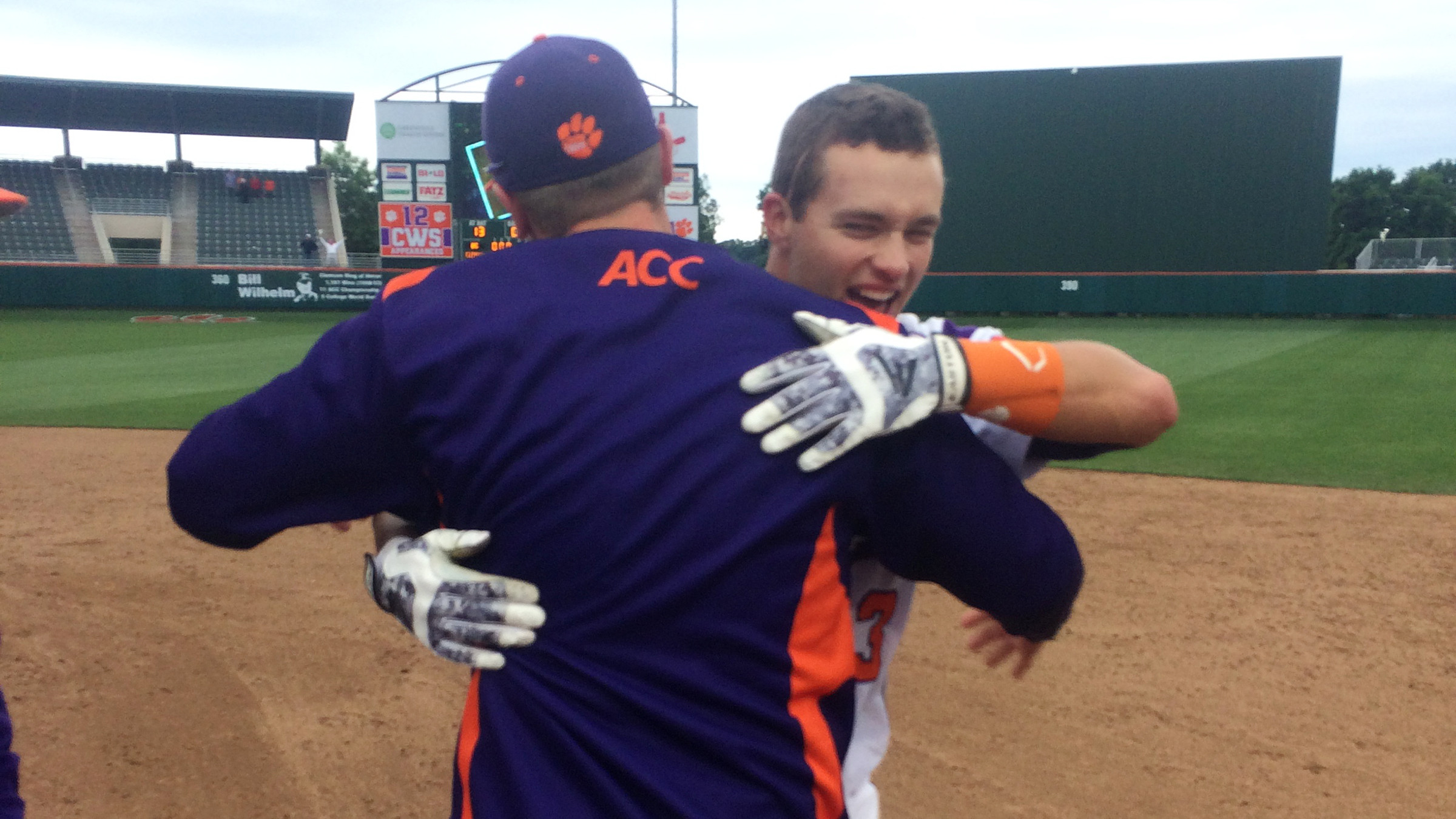 Tigers Walk Off With 10-9 Win Over Eagles in 13 Innings Saturday
