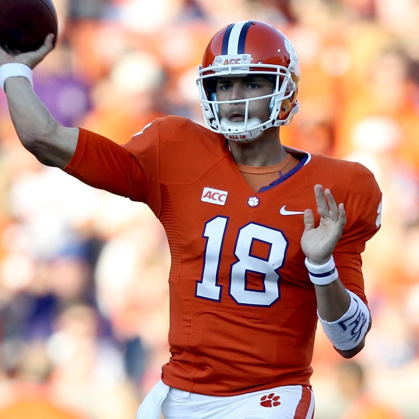 Clemson Reports for Fall Practice