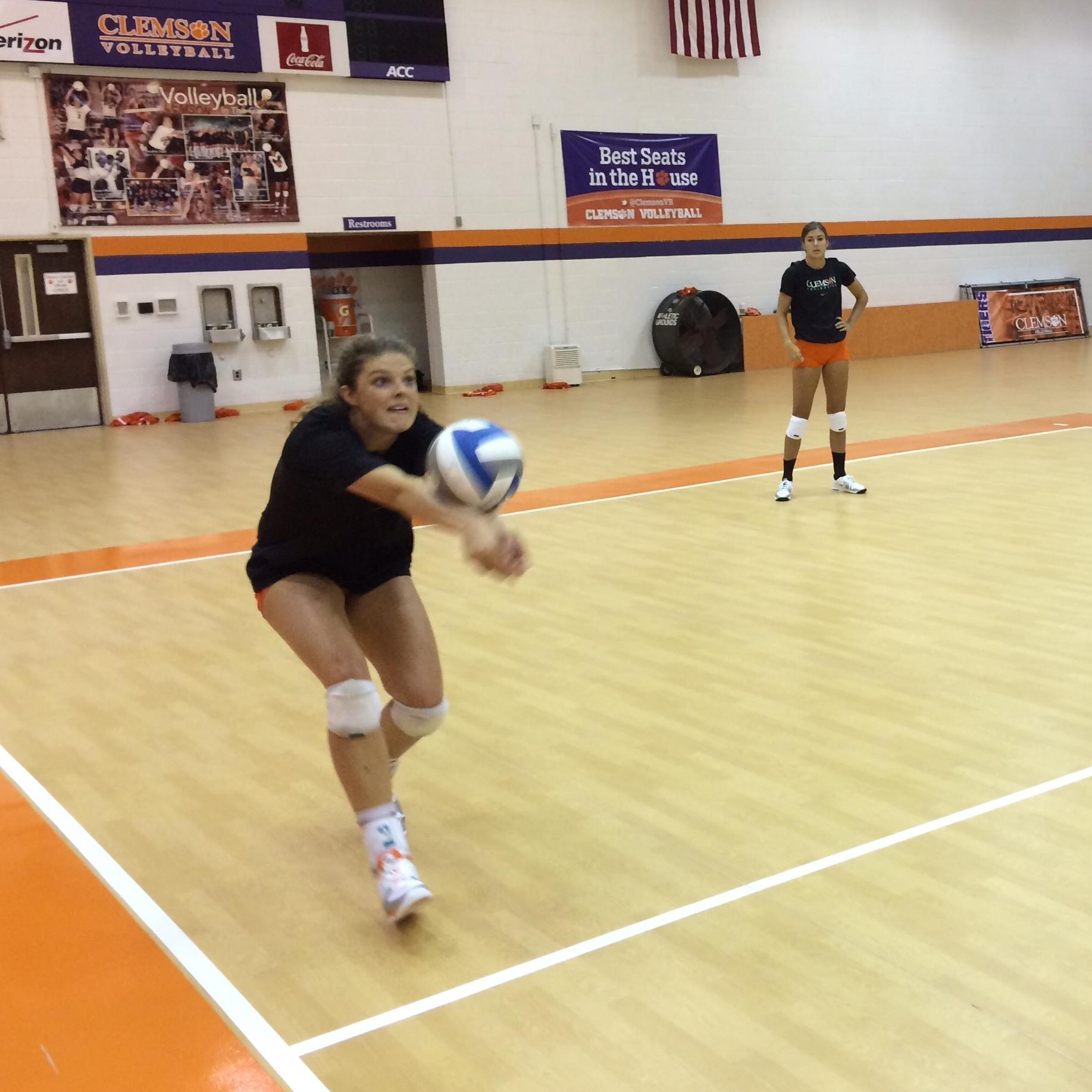 Volleyball Opens Practice for 2014 Season