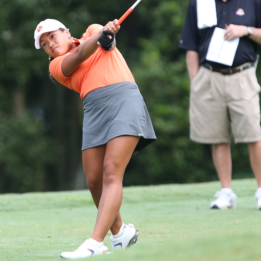 Hoang Ties Clemson Record with Four-Under 68