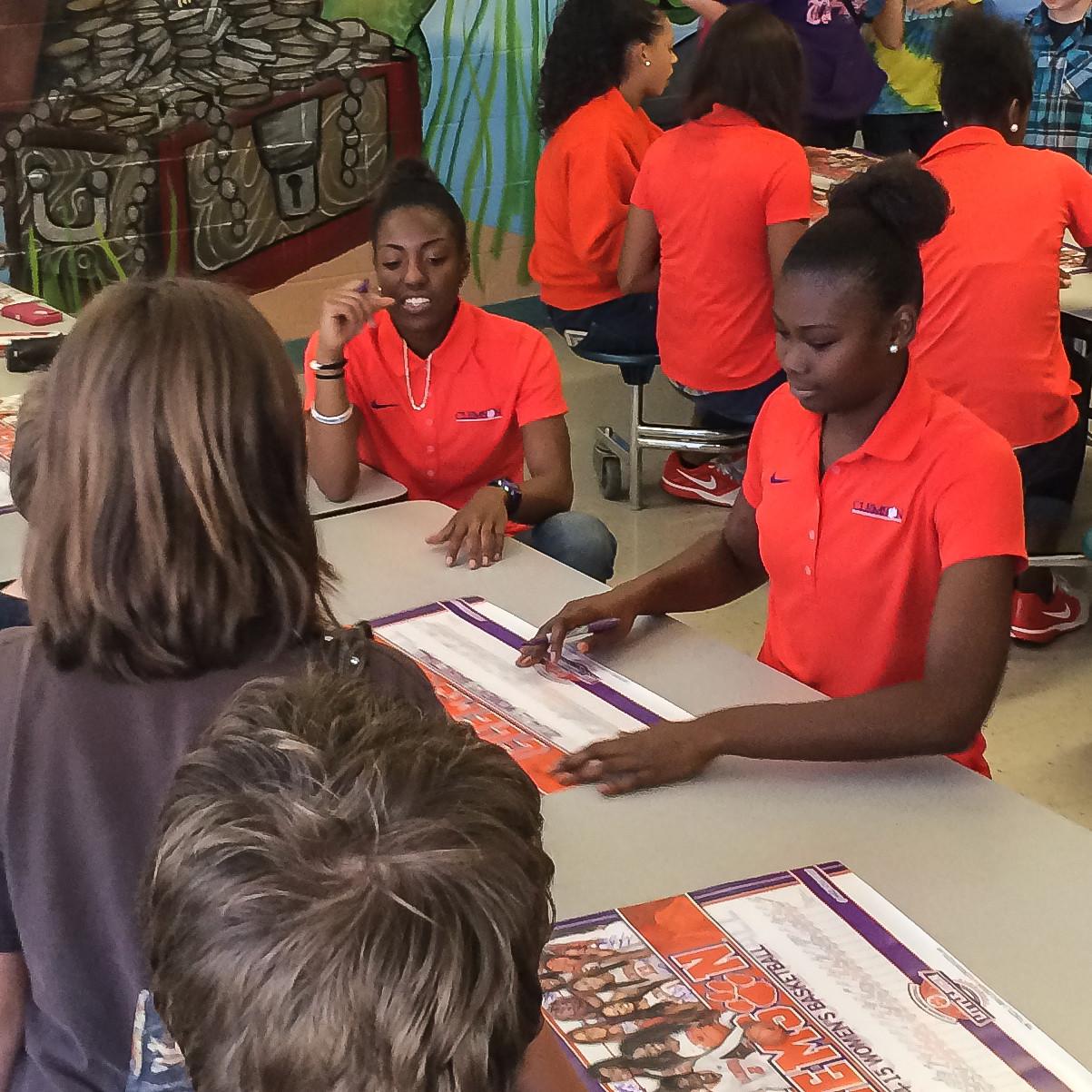 Women's Hoops Visits Elementary School