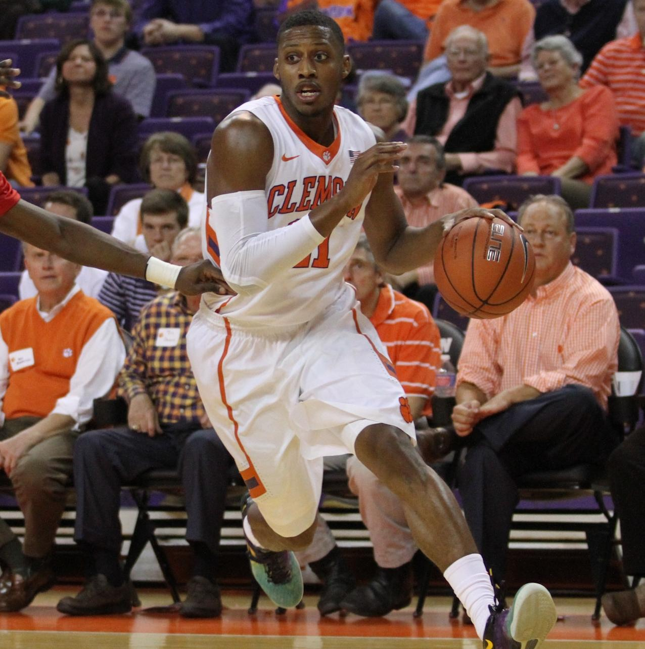 Tigers Fall to Rutgers, 69-64