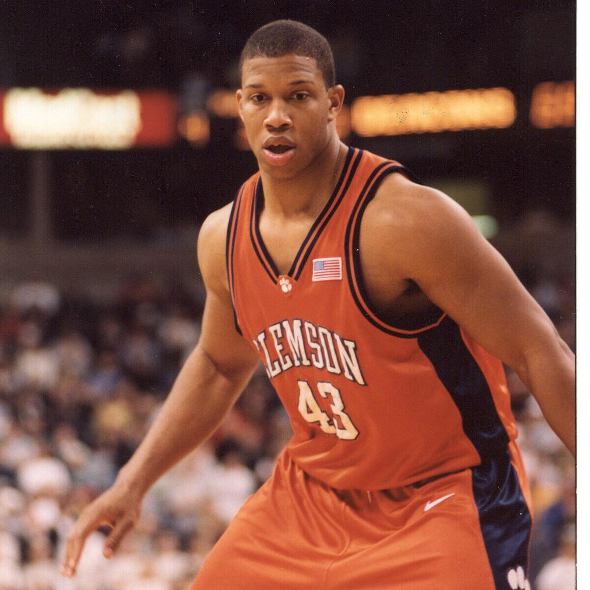 Former Tiger Chris Hobbs Passes