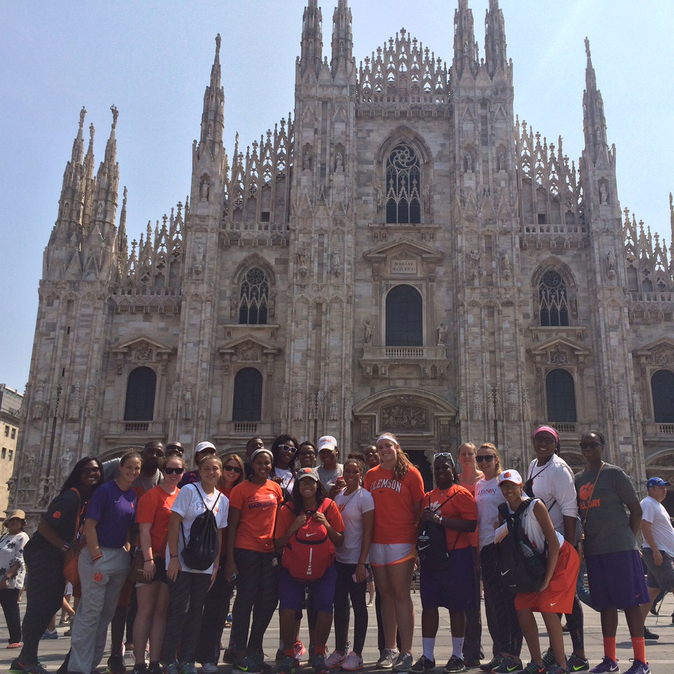 Women's Basketball || Italy Adventure, Day 1