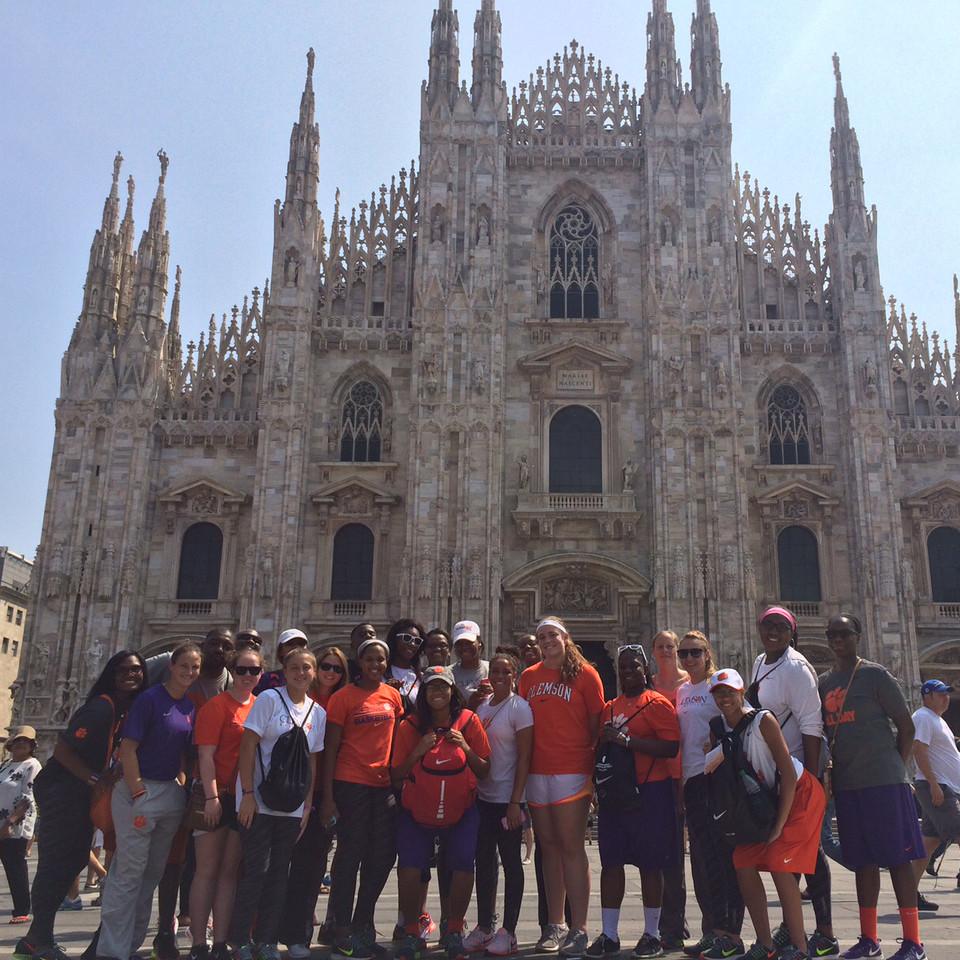Women's Basketball || Italy Adventure, Day 1