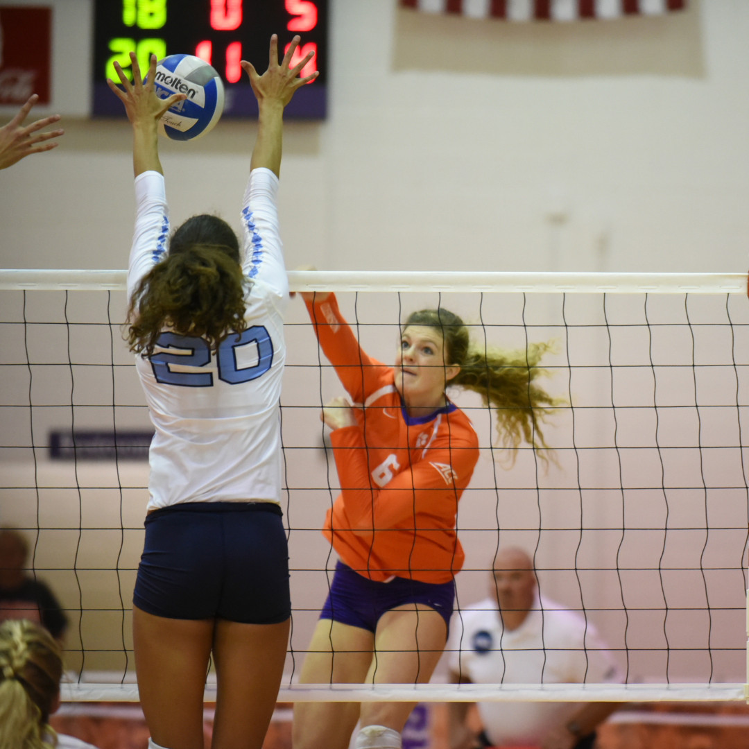 Clemson Falls In Three To The Eagles